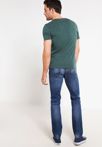 Pier One - Basic T-shirt - green melange - 2