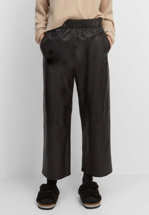 CULOTTE-STIL AUS  VON LWG-ZERTIFIZIERTEN GERBE - Pantalon en cuir - black