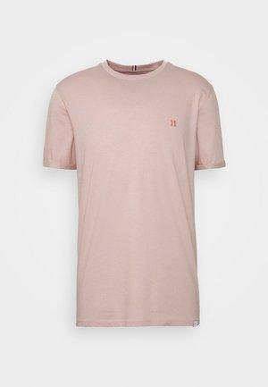 NØRREGAARD - T-shirts - dusty rose orange