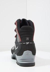 Salewa - MTN TRAINER MID GTX - Mountain shoes - charcoal/papavero - 3