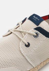 Pepe Jeans - TOURIST SAILOR - Sportieve veterschoenen - factory white - 5