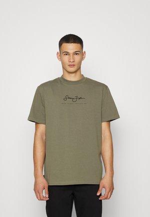 CLASSIC LOGO ESSENTIAL TEE - Basic T-shirt - olive