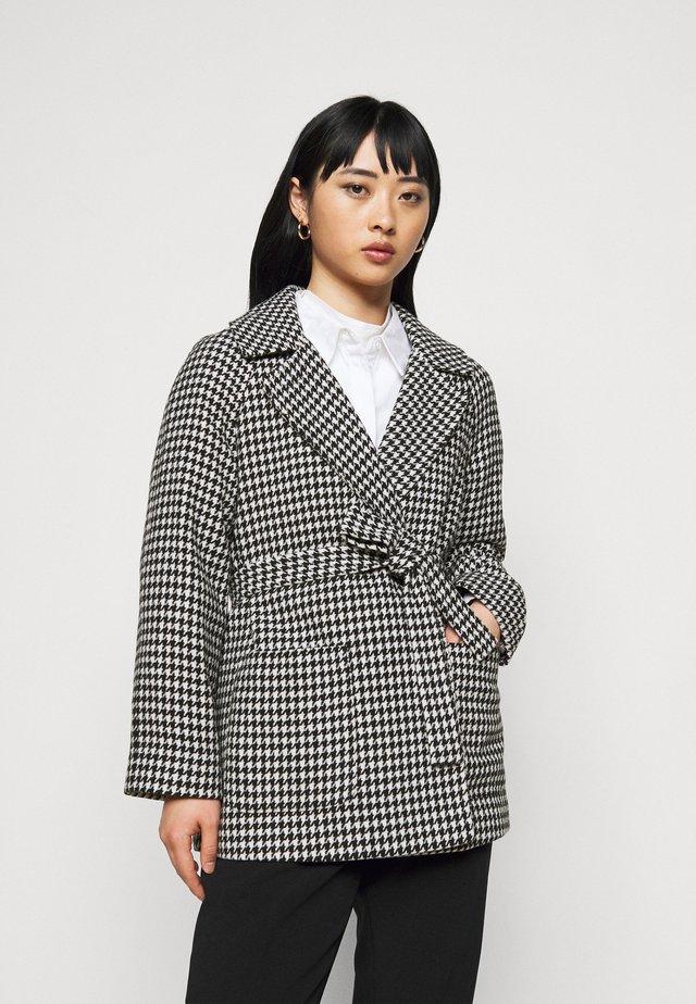 SHORT WRAP BELTED COAT - Classic coat - black/cream