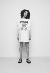 MOSCHINO - DRESS - Trikoomekko - fantasy print white - 3