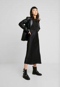 AllSaints - KOWLO SHINE DRESS - Hverdagskjoler - black - 2