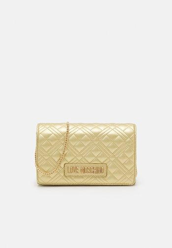 QUILTED CHAIN LOGO CROSSBODY - Across body bag - oro