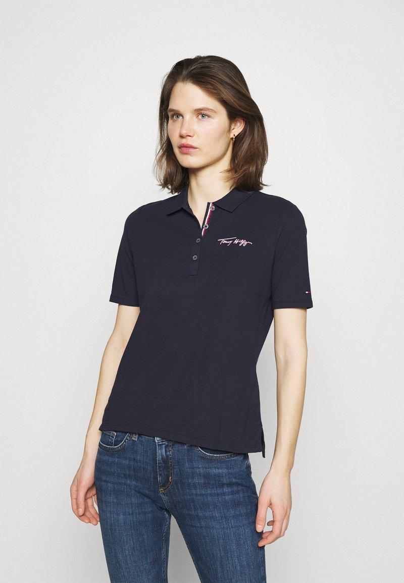 Tommy Hilfiger - REGULAR SCRIPT - Polo shirt - desert sky
