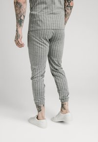 SIKSILK - Träningsbyxor - grey pin stripe - 3