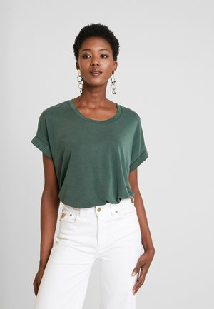 KAJSA - Basic T-shirt - pine grove