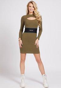 Guess - ATIFA DRESS - Jumper dress - grün - 1