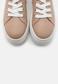 NA-KD - SOFT UPPER BASIC - Sneakers laag - taupe - 5