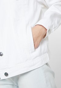 ONLY - ONLCAROLINE JACKET - Denim jacket - white - 5