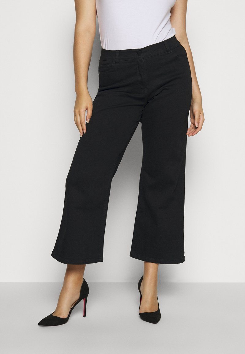 CAPSULE by Simply Be - WIDE LEG - Flared Jeans - black