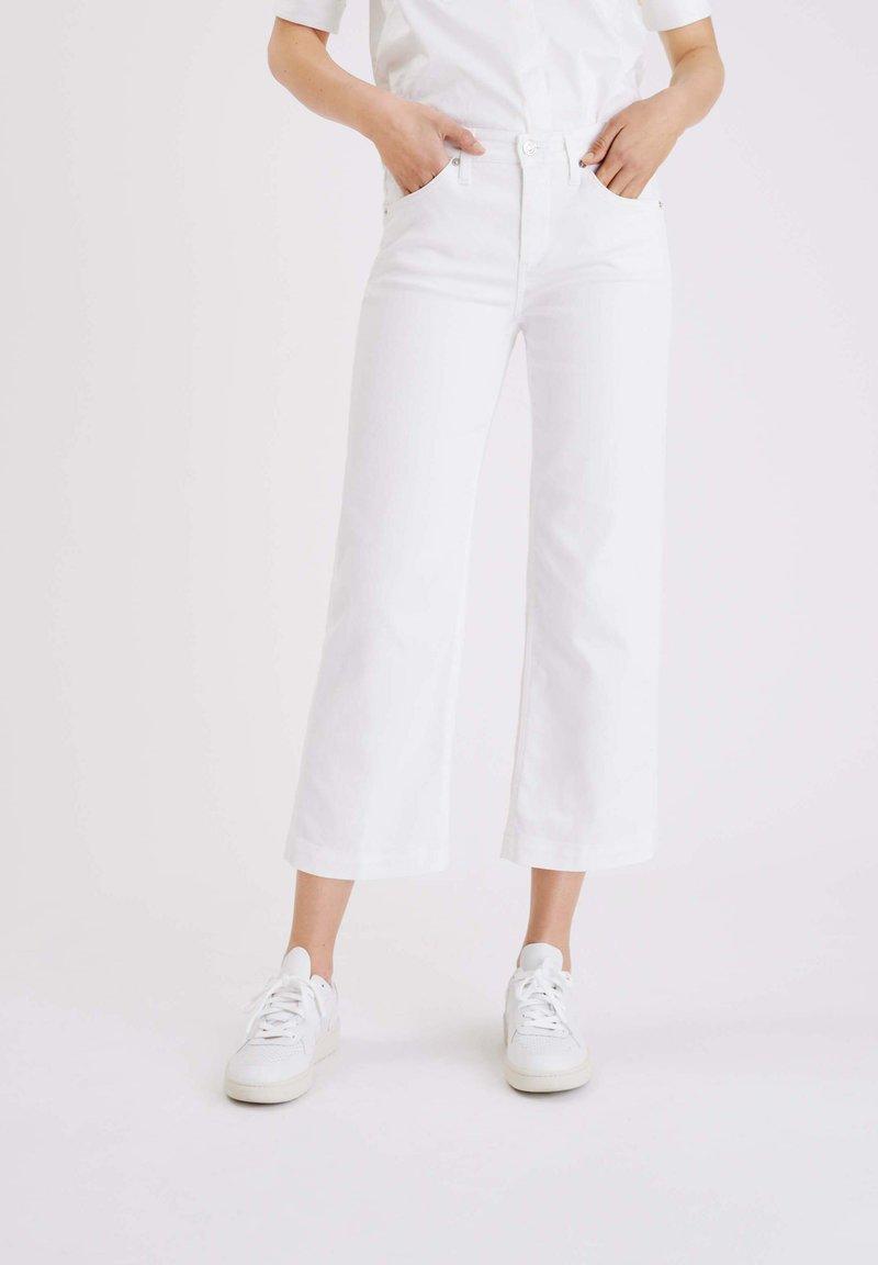 MAC Jeans - Straight leg jeans - weiß