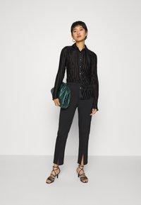 Who What Wear - PLISSE - Button-down blouse - black - 1