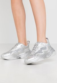 Tamaris Fashletics - LACE UP - Baskets basses - silver - 0