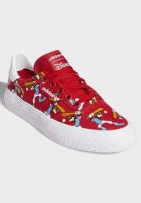 adidas Originals - DISNEY SPORT GOOFY - Skate shoes - red - 3