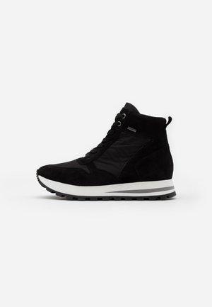 DAGIE - High-top trainers - black
