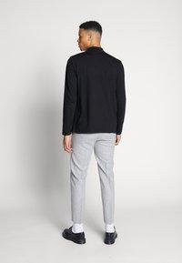 Shelby & Sons - BEMBRIDGE TROUSER - Trousers - light grey - 2