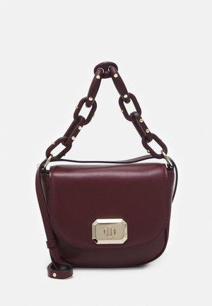 SHOULDER BAG - Handbag - burgundy