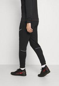 Nike Performance - ACADEMY SUIT - Survêtement - black/white - 4