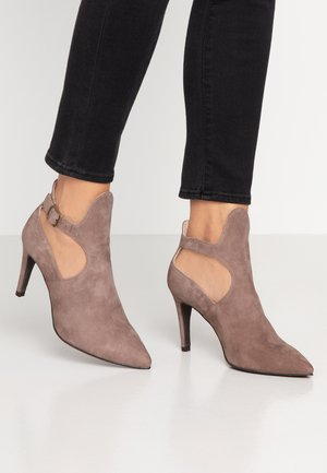 DIAN - High heeled ankle boots - lodo