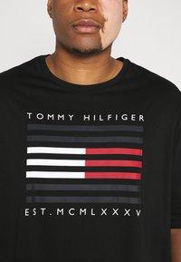Tommy Hilfiger - Print T-shirt - black - 4