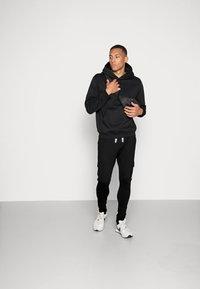 Only & Sons - ONSWF KENDRICK - Spodnie treningowe - black - 1