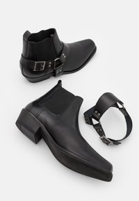 Selected Homme - SLHHENRY BOOT - Cowboy/biker ankle boot - black - 5