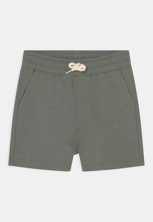 HENRY SLOUCH  - Träningsbyxor - swag green