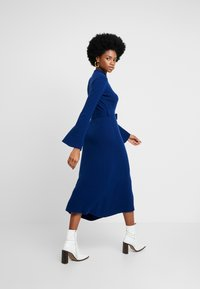 IVY & OAK - MIDI DRESS - Strikket kjole - blue iris - 3