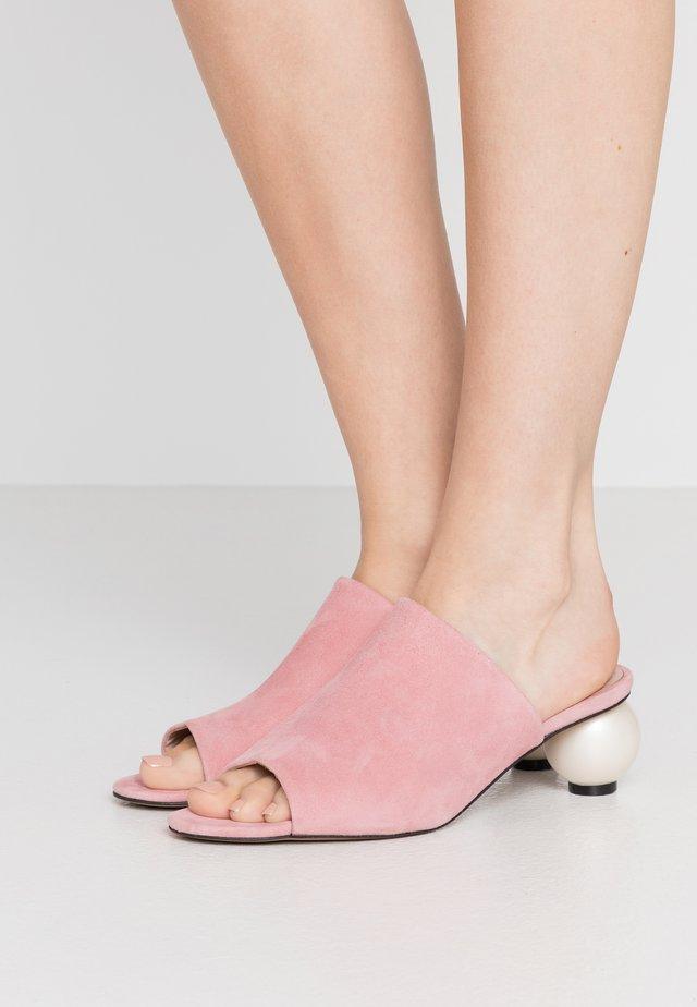MAEVE - Klapki - siena pink