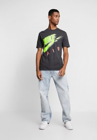 Nike Sportswear - TEE - T-shirts print - anthracite - 1