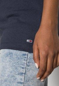 Tommy Jeans - COLLEGIATE LOGO TEE - Print T-shirt - black iris - 4