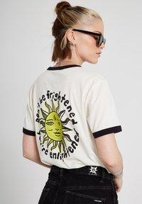 Volcom - OZZY RINGER TEE - Print T-shirt - star_white - 3