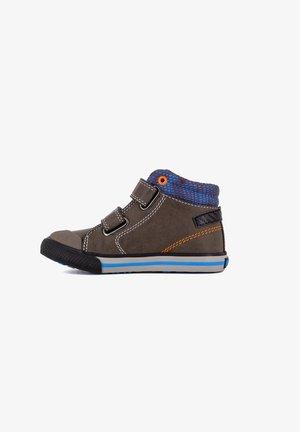 BOTAS - Zapatillas altas - olive