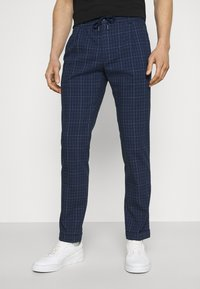 Tommy Hilfiger Tailored - DENTON ACTIVE POW CHECK TURN UP - Trousers - desert sky - 0