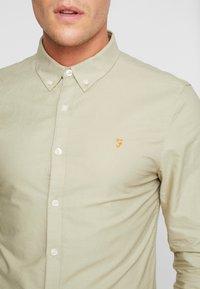 Farah - BREWER SLIM FIT - Shirt - sandstone - 6