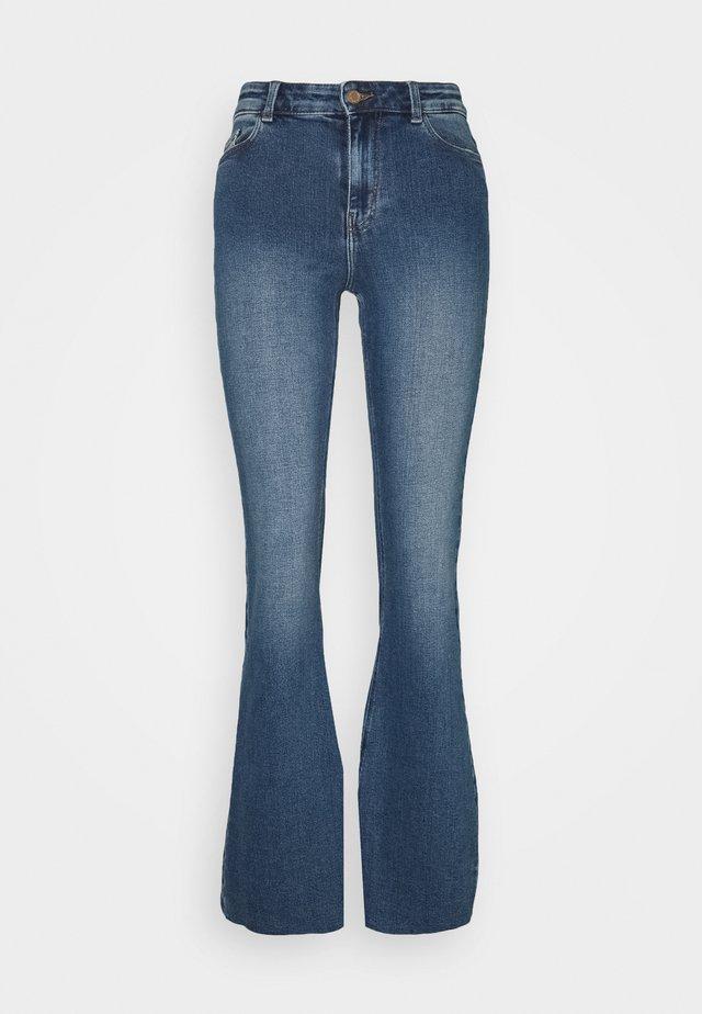 PCKAMELIA SLIT - Flared Jeans - medium blue denim