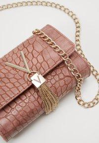 Valentino Bags - AUDREY - Across body bag - rosa - 3