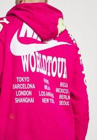 Nike Sportswear - HOODIE - Huppari - fireberry - 4