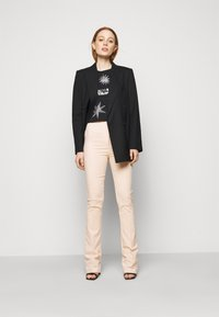 Patrizia Pepe - PANTALONI TROUSERS - Trousers - pink dune - 1