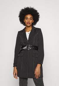 Missguided - PINSTRIPE DRESS - Denní šaty - black - 0