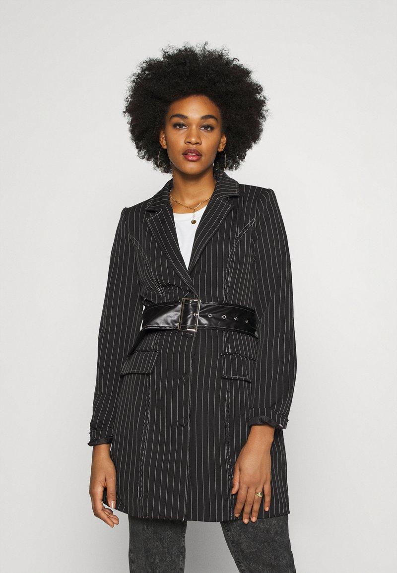 Missguided - PINSTRIPE DRESS - Denní šaty - black