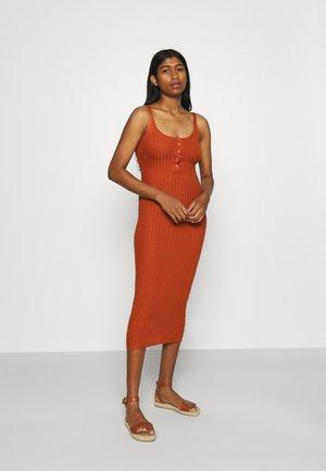 POPPER MIDAXI DRESS - Shift dress - rust