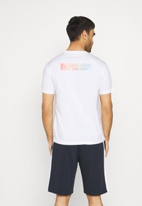 Champion - CREWNECK - Print T-shirt - white - 2
