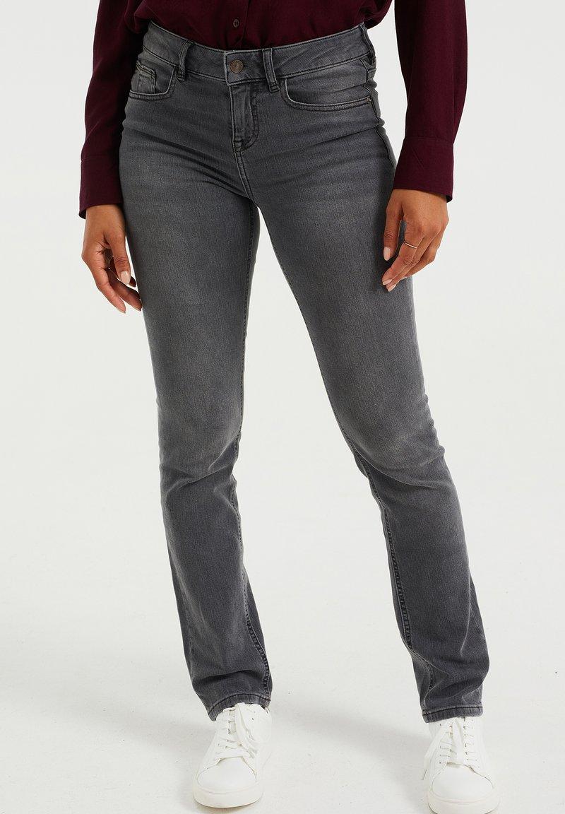 WE Fashion - DAMES  - Slim fit jeans - light grey