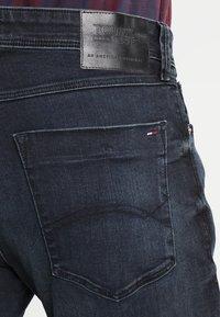 Tommy Jeans - SLIM TAPERED STEVE COBCO - Slim fit -farkut - cobble black comfort - 4
