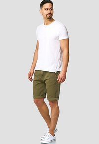 INDICODE JEANS - CASUAL FIT - Shorts - grün army - 1