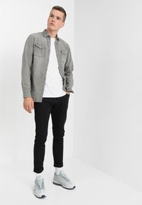 Jack & Jones - JJESHERIDAN SLIM - Shirt - light grey - 1